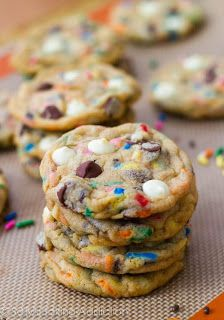 Cake Batter Chocolate Chip Cookies by Sallys Baking Addiction. Obsessed with cake batter. Cake Batter Chocolate Chip Cookies Recipe, Cake Batter Cookies, Tasty Cookies, Nutella Cookies, Sugar Cookies, Party Desserts, Just Desserts, Delicious Desserts, Yummy Food