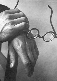 Paul Arma's Hands  1928--Andre Kertesz