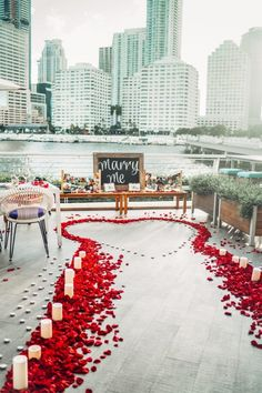 Want to create an unforgettable marriage proposal? We've compiled some of our favourite wedding proposal ideas for you and your loved one. Whether you want something simple, private, romantic or extravagant – we've got you covered. Romantic Surprise, Romantic Proposal, Perfect Proposal, Beach Proposal, Proposal Photos, Surprise Proposal Pictures, Romantic Ideas, Romantic Places, Romantic Weddings
