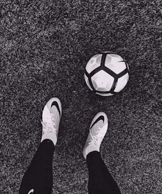 Football Pictures, Sports Photos, Football Hits, Souliers Nike, Jdm Wallpaper, Soccer Quotes, Football Wallpaper, Insta Photo Ideas, Life Pictures