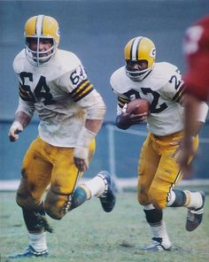 Green Bay Packers History, Green Bay Packers Fans, Nfl Green Bay, Nfl Football Players, Packers Football, Sport Football, Football Uniforms, Football Helmets, Football Pictures