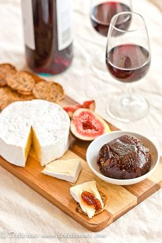 Make your own fig paste preserve at home with this easy recipe. Serve your fig paste with wine and cheese for a delicious treat! Fig Recipes, Vegan Recipes, Detox Recipes, Antipasto, Fig Paste, Do It Yourself Food, Diy Food Gifts, Paste Recipe, Good Food