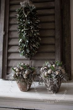 Flower Centerpieces, Flower Arrangements, Easter Wreaths, Christmas Wreaths, Easter Projects, Flower Pots, Flowers, Happy Easter, Garden Art