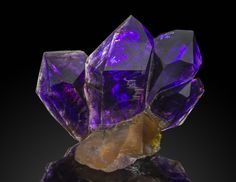 Green Mountain Minerals supplies fine minerals to collectors around the world. Beautiful Minerals are inspiring, even life changing. Come View our Photos