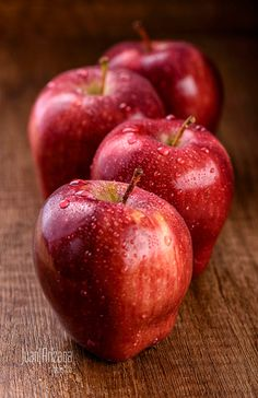 How To Go About Setting Your Daily Nutrition Goals. Nutrition is a complicated subject, but it Apple Fruit, Fruit And Veg, Red Apple, Fruits And Vegetables, Fresh Fruit, Apples Photography, Vegetables Photography, Food Photography, Fruits Photos