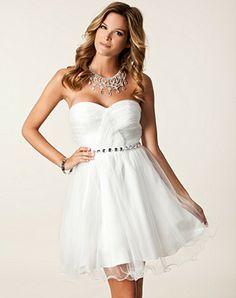 Hos Nelly kan du köpa denna Dina Dress från Nly Eve för 599 kr i kategorin klänningar inom överdelar för kvinna. Leveranstiden för denna Dina Dress är 2-6 vardagar och du har 14 dagars returrätt.