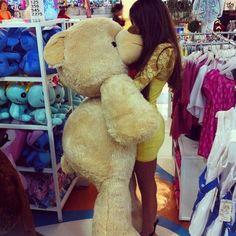 Definitley getting Caitlyn a gigantic teddy bear. Just. Like. This.