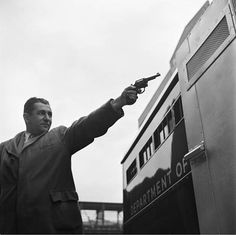 Beautiful Photographs Of New York Captured By Stanley Kubrick Paddy Wagon [Actor holding a gun on the set of the television show Paddy Wagon. Stanley Kubrick Photography, Black N White Images, Black And White, Bronx Nyc, Billboard Magazine, Guys And Dolls, New York, Photo Black, Screenwriting