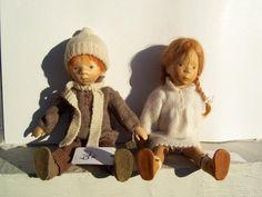 elizabeth pongratz dolls | 179: PAIR OF PONGRATZ CARVED WOOD ARTIST DOLLS : Lot 179
