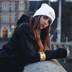 Poses Perfectas Para Selfies - Fire Away Paris - Hair Beauty Model Poses Photography, Tumblr Photography, Photography Lighting, Photography Jobs, Photography Courses, Photography Magazine, Phone Photography, Photography Equipment, Outdoor Photography