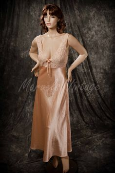 97c588eea9 Vintage Valentino Intimo for Nieman Marcus Nightgown Lingerie Lace Bodice  Champagne Color Size Small ILGWU