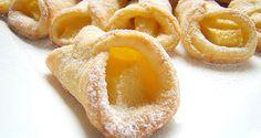 Jednoduché koláčiky plnené jablkami. Vynikajúce jednohubky, ktoré zvládnu pripraviť aj začiatočníčky v pečení. Polish Recipes, Polish Food, Desserts To Make, Food And Drink, Menu, Peach, Candy, Cookies, Fruit