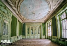 Château Lumiere - One of the ornate rooms