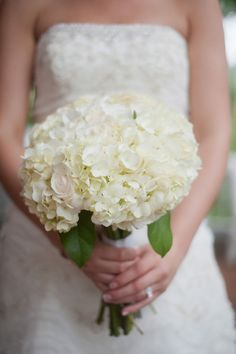 Simple White Bouquet  Photo By Lori Hedrick Photography