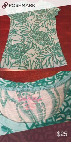 Lilly Pulitzer top Size small. Great condition.Offers & bundles welcome! Lilly Pulitzer Tops Tees - Short Sleeve