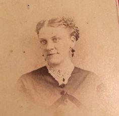 Antique c. 1860's CDV Photo - Smiling Woman, Light Eyes, Lace Collar, Earrings     eBay
