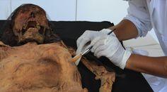 Perú- Momia Mochica; en pleno trabajo de conservación y redescubrimiento por arqueólogos y especialistas peruanos | El Comercio Perú - Jhabich