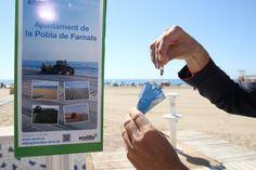 La playa de Pobla de Farnals ya tiene los dispensadores de ceniceros de la campaña E-Colilla