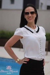 Discover thousands of images about Resultado de imagem para camisa feminina alta costura Blouse Styles, Blouse Designs, Cute Blouses, White Fashion, Corsage, Skirt Outfits, Casual Looks, Plus Size, Clothes For Women