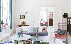 <p>O estilo de vida romântico e colorido de Charlotte Gueniau ♥ Charlotte é a mulher por trás da marca dinamarquesa de acessórios e decoração para casa Rice – uma de nossas favoritas – conhecida por suas cores fortes, estampas marcantes e os produtos criativos que lançam. A sua casa, também …</p>