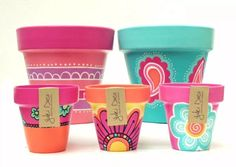 Resultado de imagen para macetas pintadas Decorated Flower Pots, Painted Flower Pots, Painted Pots, Flower Pot Crafts, Clay Pot Crafts, Diy And Crafts, Pots D'argile, Clay Pots, Pottery Painting