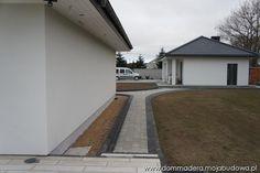 blog budowlany - mojabudowa.pl Beautiful House Plans, Beautiful Homes, Bungalow House Design, 3 Bedroom House, Facade House, Design Case, Walkway, Front Porch, Entrance
