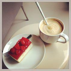 Kaffee und Erdbeerkuchen!