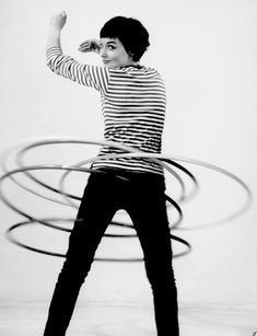 Hula hooping in stripes, 1950 (Walter Blum). Photo Vintage, Vintage Photos, Pull Marine, Rihanna, Beyonce, Fun Fact Friday, Inspiration Mode, Mode Vintage, Mode Style