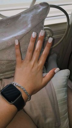 Semi-permanent varnish, false nails, patches: which manicure to choose? - My Nails Short Square Acrylic Nails, Acrylic Nails Coffin Short, Simple Acrylic Nails, Best Acrylic Nails, Acrylic Nail Designs, Short Square Nails, Coffin Nails, Aycrlic Nails, Nail Manicure