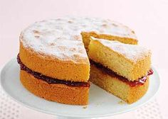 Mary Berry shares her classic Victoria sandwich recipe, plus read her tips for baking a perfect Victoria sponge every time. Classic Victoria Sandwich, Victoria Sandwich Cake, Mary Berry Victoria Sponge, Victoria Sponge Cake, Mary Berry Sponge Cake, Mary Berry Apple Cake, Mary Berry Cake Recipes, Baking Classes For Kids, Mary Berry Baking