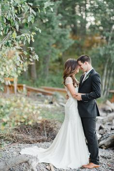 Classic Flathead Lake Montana Wedding   Read more - http://www.stylemepretty.com/montana-weddings/2014/03/14/classic-flathead-lake-montana-wedding/