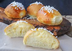 Brioche alla crema pasticcera, ricetta facile, brioche morbide ripiene, dolci da colazione, merenda, sofficissime, ricette congelabili, feste di compleanno Croissants, Food N, Food And Drink, Breakfast Desayunos, Decadent Cakes, Italian Cookies, Italian Cake, Pan Dulce, Wing Recipes