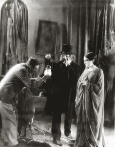 """Director Tod Browning, Marceline Day and Lon Chaney on the set of the lost silent film """"London After Midnight"""", Classic Horror Movies, Horror Films, Horror Art, London After Midnight, Lon Chaney, Famous Monsters, Thing 1, Jason Voorhees, Classic Monsters"""