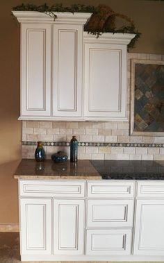 York Antique White glazed cabinets -- these look similar to our current cabinet face style; i like the color White Glazed Cabinets, Glazed Kitchen Cabinets, Antique White Cabinets, Kitchen Backsplash, Kitchen Paint, Kitchen Redo, New Kitchen, Kitchen Remodel, Kitchen Design