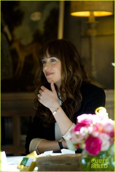'Fifty Shades Freed' Movie Stills - Lots of New Photos Released!: Photo The full gallery of stills from the upcoming movie Fifty Shades Freed, starring Dakota Johnson and Jamie Dornan, was just released! Anastasia Steele Outfits, Anastasia Grey, Fifty Shades Quotes, Fifty Shades Movie, Ana Steele, Dakota Johnson Style, Dakota Mayi Johnson, 50 Shades Freed, Fifty Shades Darker