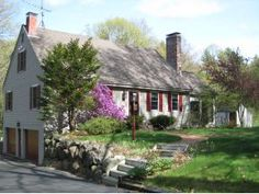 Wonderful cape in Peterborough, 3 level barn with office - Reasonably priced
