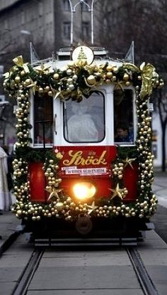 Christmas tram in Vienna, Austria.now that's the Christmas spirit! I've been there during Christmas. Christmas In The City, Christmas Scenes, Noel Christmas, Little Christmas, Beautiful Christmas, All Things Christmas, Christmas Lights, Christmas Decorations, Vienna Christmas