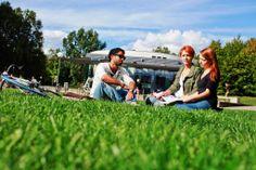 Relaxen auf dem Campusgelände Relax on the campus area