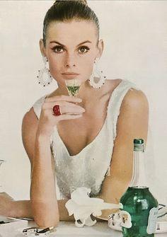 Jean Shrimpton vogue1965   Photo by David Bailey
