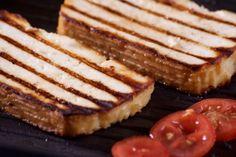 A Paneer sajt és a Halloumi sajt készítésének receptjét olvashatod itt, ha magad szeretnéd elkészíteni a sajtot a grillezéshez. Izu, Ricotta, Halloumi, French Toast, Pancakes, Grilling, Curry, Breakfast, Food