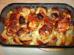 """Mennyei Csirke """"Pékné"""" módra recept! Az eredeti recept a csülök Pékné egy nagyon népszerű és finom étel, de az elkészítése otthon kicsit nehézkes, hosszú időt vesz igénybe, ráadásul a csülköt nem mindenki szereti. A csirkéből készült verzió egyszerűbb, egészségesebb, de ízében ugyanolyan finom, ha nem finomabb. Azért hogy kicsit mégis ragaszkodjunk, az eredeti ízekhez, a receptben használunk egy nagy adag bacont. Meat Recipes, Chicken Recipes, Hungarian Recipes, Hungarian Food, Pie Dessert, Macaroni And Cheese, Vegetable Pizza, Main Dishes, Delish"""