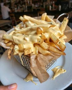 I Ate] Duck Fat Fries Topped With Melted Cheese : Food image ideas from Food Ideas Food Porn, French Fries With Cheese, Food Goals, Aesthetic Food, Snacks, Burger, Food Cravings, Pho, Cheddar