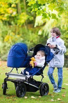 Der #Geschwisterwagen bietet zwei oder mehr Geschwistern gleichen oder unterschiedlichen Alters platz. Er ist größer und breiter als gewöhnliche #Kinderwägen und eignet sich gut für Ausflüge. Informiere dich hier über Ausstattung, Unterschiede und worauf du beim Kauf achten solltest. Tandem, Buggy, Baby Strollers, Babies, Children, Second Child, Twins, Baby Prams, Boys