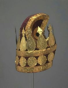 Items of dress of a Burmese minister, Konbaung Dynasty consisting of a court costume of red velvet and gold and a white muslin jacket and headdress, ca. Myanmar Traditional Dress, Traditional Dresses, Burma Myanmar, Burmese, Headdress, Flower Art, Red Velvet, Art Pieces, Costumes