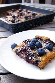 Glutenvrije en suikervrije clafoutis met bramen en bosbessen