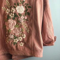 likes, 94 comments - Alice . Likes, 94 Kommentare – Alice … likes, 94 comments – Alice … - Embroidery On Clothes, Embroidered Clothes, Embroidery Art, Embroidery Designs, Denim Jacket Embroidery, Embroidered Leather Jacket, Embroidery Patches, Diy Fashion, Fashion Outfits