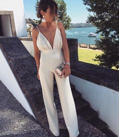 Jumpsuits are easy to both style and wear. This cream jumpsuit is perfect for a casual dinner date but can transition to a more formal occasion with statement accessories. Dinner Outfits, Summer Outfits, Cute Outfits, Outfit Chic, Elegant Outfit, Street Style Outfits, Fashion Outfits, Fashion Clothes, Elegante Jumpsuits