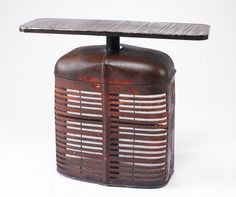 old truck/tractor grill table : farmall table Car Furniture, Metal Furniture, Upcycled Furniture, Painted Furniture, Furniture Ideas, French Industrial, Industrial Chic, Grill Table, Metal Art Sculpture