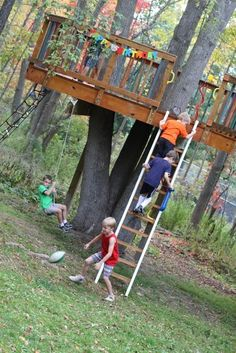Tree fort - see this is all that's needed, essentially it's just a platform. So Mr Boyio, you better take notes and get cracking before the kids get too old! - MyHomeLookBook
