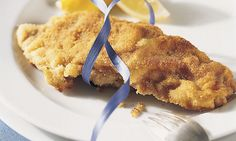 Cordon bleu: Die Kalbsschnitzel flach auf Klarsichtfolie auslegen, mit… Le Cordon Bleu, Onion Rings, Tandoori Chicken, Apple Pie, Macaroni And Cheese, Ethnic Recipes, Desserts, Food, Savory Snacks